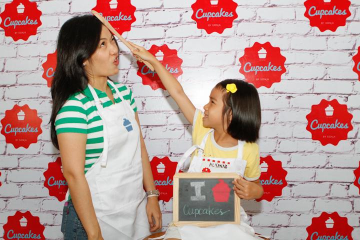 CupcakesBySonjaMomBloggers-335